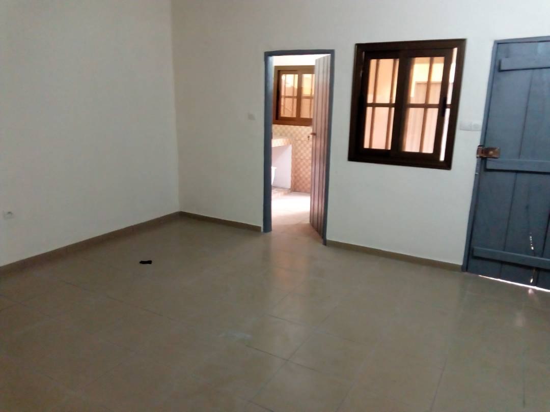 Appartement à louer , agoe                         (avant camp gp)                     , Lome : 30 000 FCFA/mois