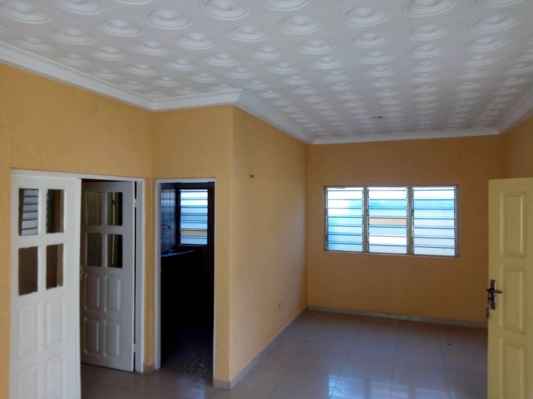 Villa à louer , adidogome                         (Yokoè à 200m du carrefour Adji)                     , Lome : 60 000 FCFA/mois