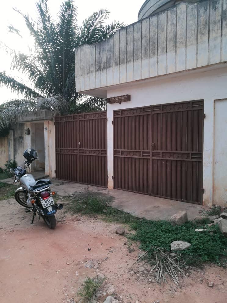 Villa à vendre , casablanca                         (todman à quelques pas du goudron)                     , Lome : 35 000  000 FCFA