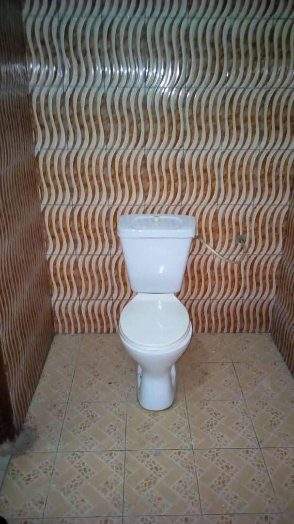 N° 4678 :                             Chambre salon à louer , Awatame, Lome, Togo : 35 000 XOF/mois