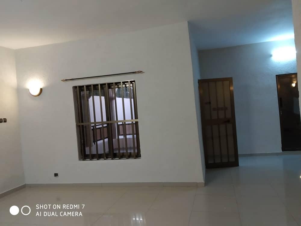 Villa à louer , agoe                         (Non loin du carrefour COOL CATCHE)                     , Lome : 150 000 FCFA/mois