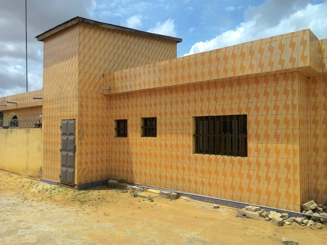 Villa à vendre , adidogome                         (ADIDOGOME  AWATAME)                     , Lome : 175 000  000 FCFA