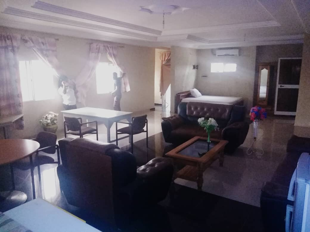 N° 4977 :                         Studio meublé à louer , Djidjole, Lome, Togo : 200 000 XOF/mois