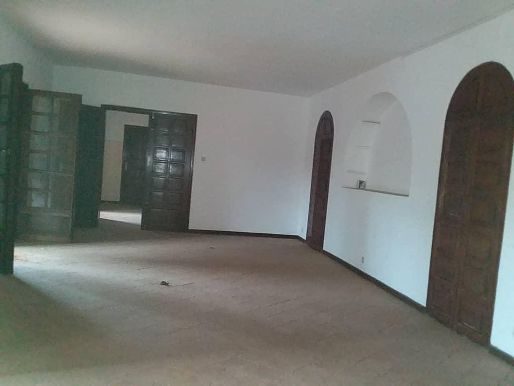 Villa à vendre , todman                         (Non loin de l'Hôtel Todman)                     , Lome : 300 000  000 FCFA