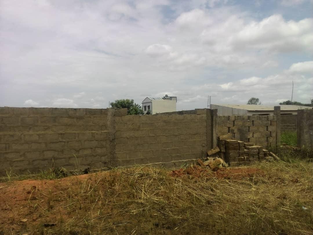 Terrain à vendre , agoe                         (A côté de l'église catholique d'Assiko)                     , Lome : 11 000  000 FCFA