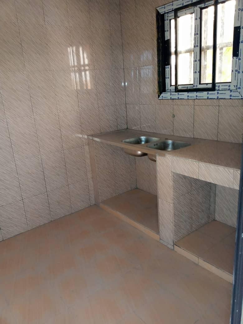 Chambre salon à louer ,  agoe sogbossito                         (somayaf à 300m du goudron)                     , Lome : 50 000 FCFA/mois