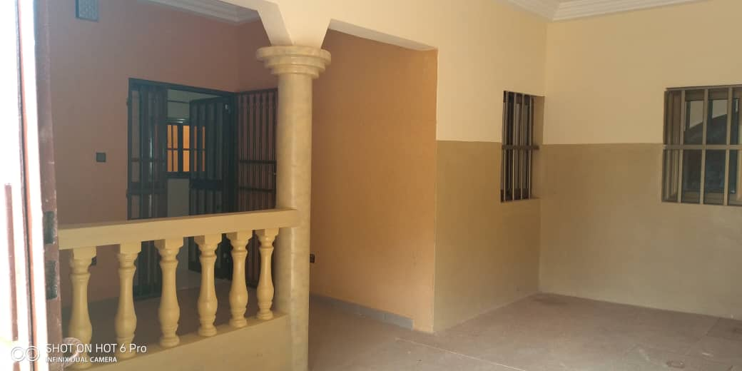 Villa à louer , zanguera                         (Derrière Maco)                     , Lome : 80 000 FCFA/mois