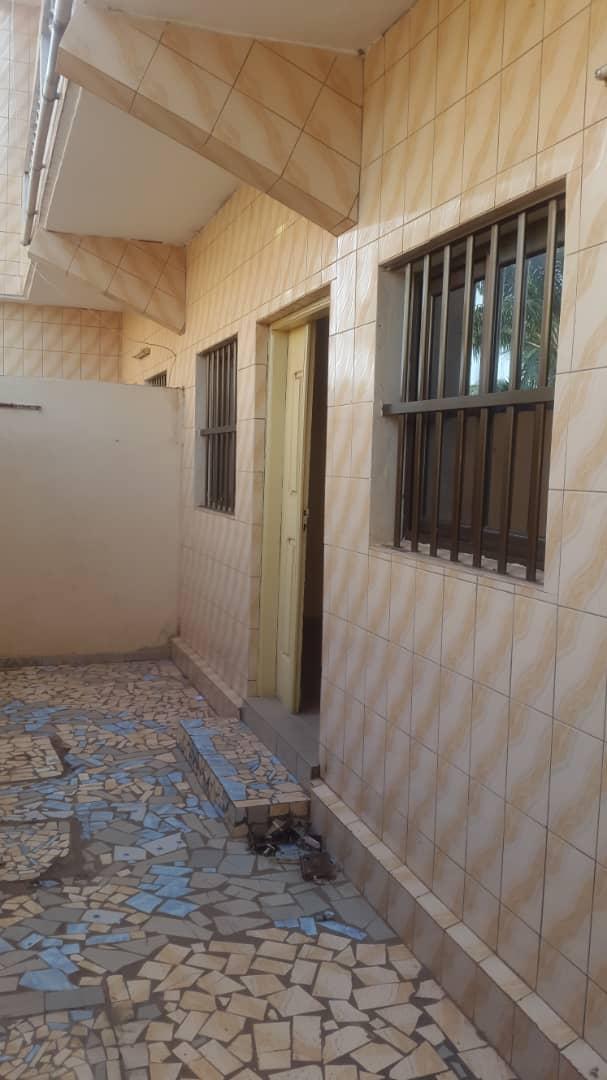 Villa à louer , agoe                         (Cacaveli non loin de la Direction Tde.)                     , Lome : 80 000 FCFA/mois