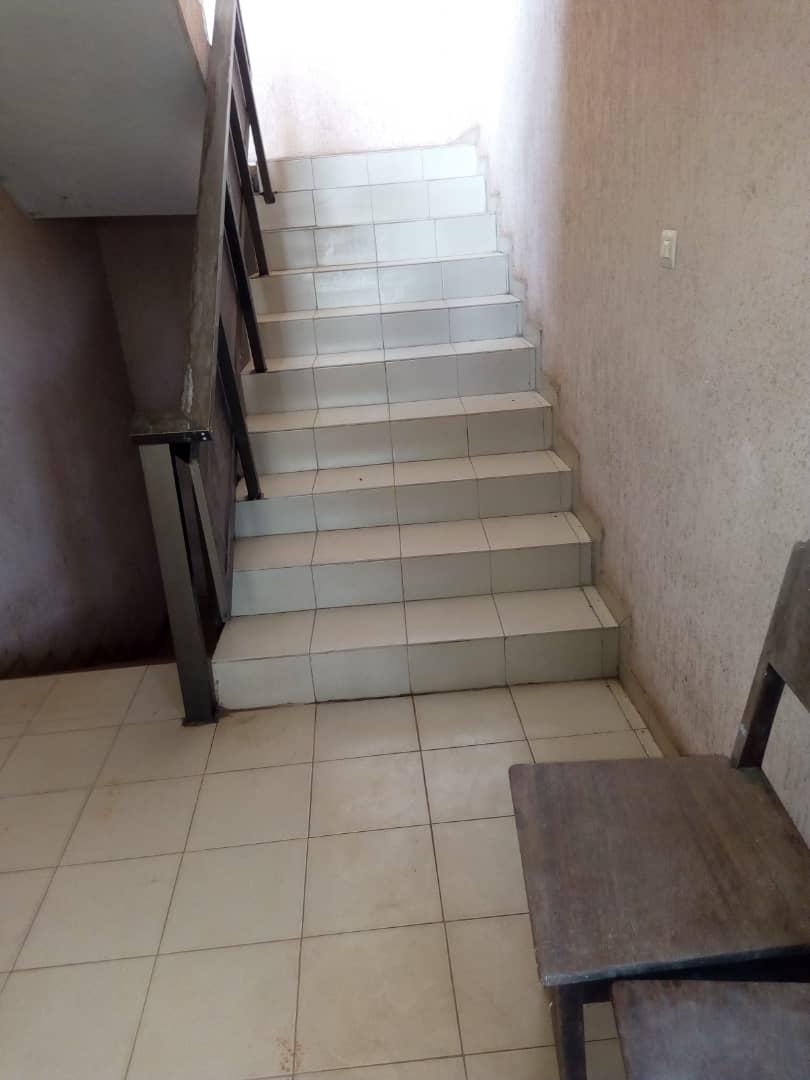 Appartement à louer , agoe                         (Kossigan, non loin du CEG)                     , Lome : 60 000 FCFA/mois